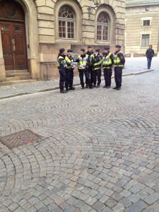 Poliser på plats...
