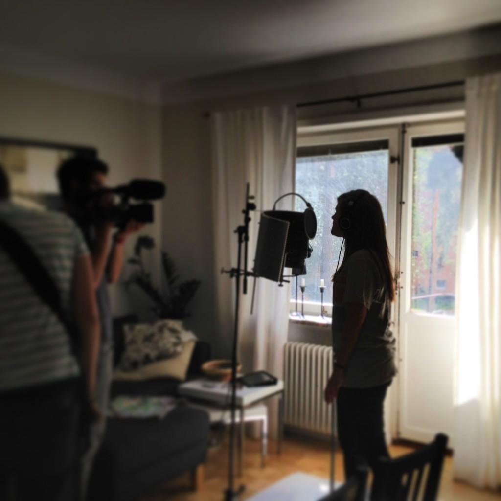 """Inspelning av """"En dag med""""  som börjar snurra på webben i september. Den här dagen med sångerskan Terese Fredenwall aktuell från Melodifestivalen bland annat."""