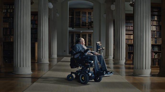 Stephen Hawking uppmuntrar till fysisk aktivitet – se filmen här